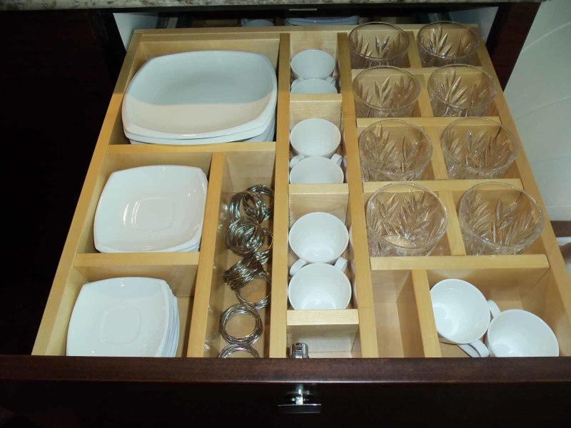 Fitted Dishes And Glassware