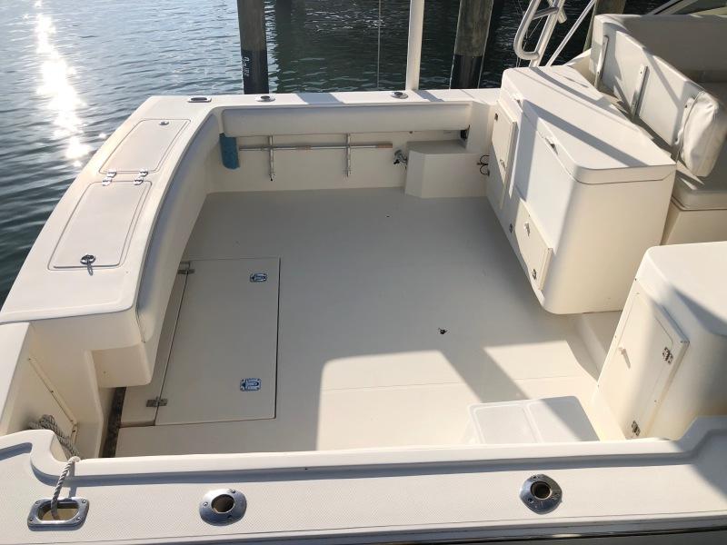 32 Albemarle Express Cockpit