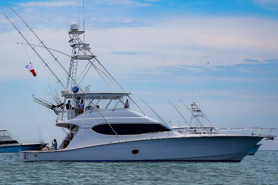 photo of 68' Hatteras 68 Convertible 2006