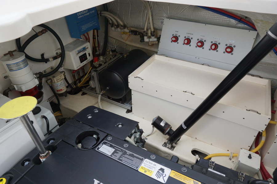 2015 45 Tiara Sovran Captains Choice ENGINE ROOM (2)