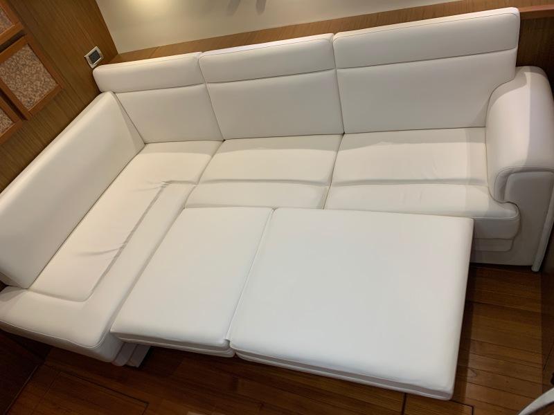 2015 45 Tiara Sovran Captains Choice Tiara Convertible Bed