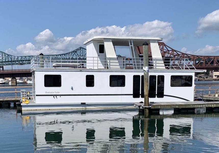 photo of 48' Destination Yachts Houseboat 2014