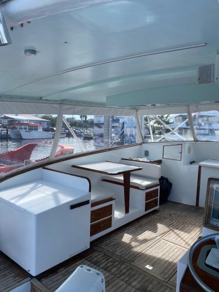 43 Torres Sport Fisher Dinette Port