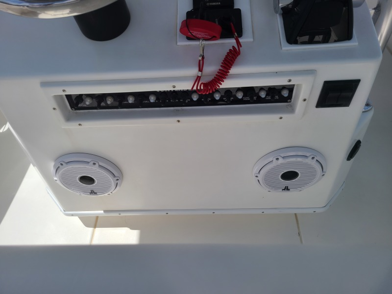 2020 31 Contender -Helm Controls