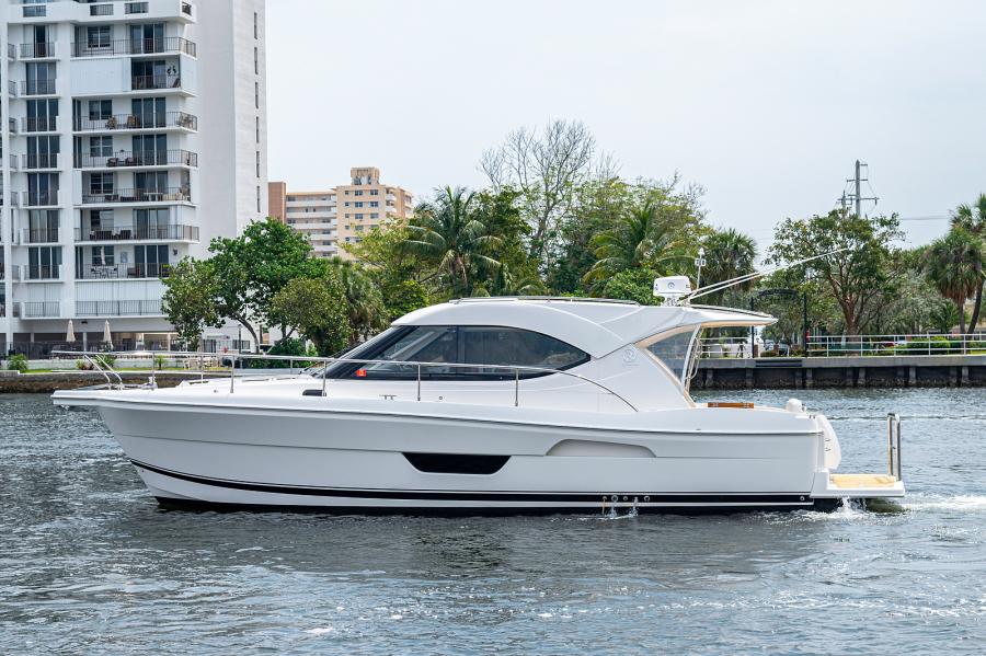 Riviera-3600 Sport Yacht 2017 -Staten Island-New York-United States-1496433-featured