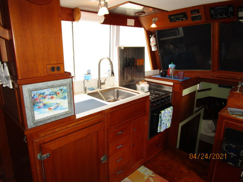 42' Grand Banks galley1