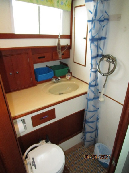 42' Grand Banks guest stateroom head