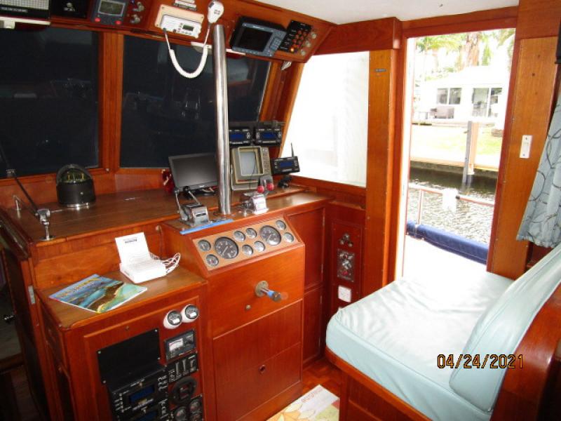 42' Grand Banks lower helm1