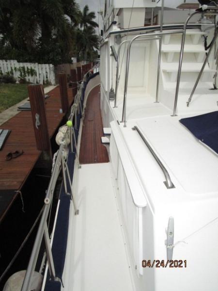 42' Grand Banks port side deck