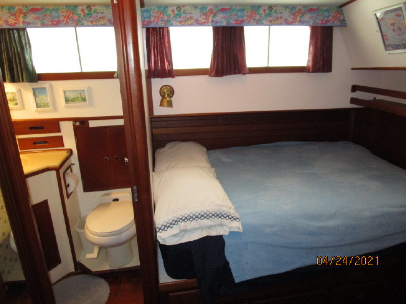 42' Grand Banks master stateroom starboard