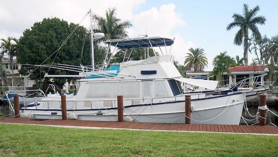 42' Grand Banks starboard profile