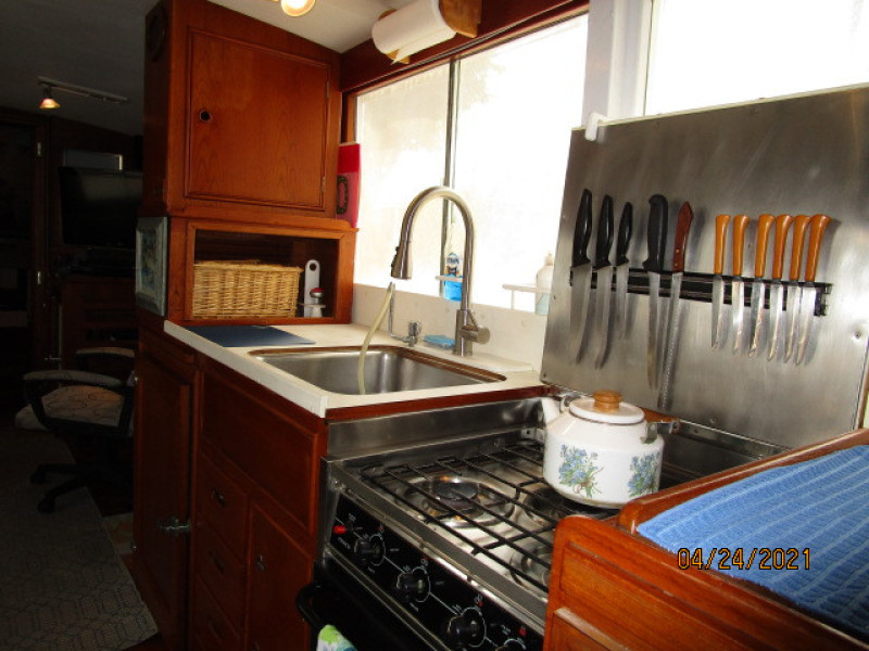 42' Grand Banks galley3