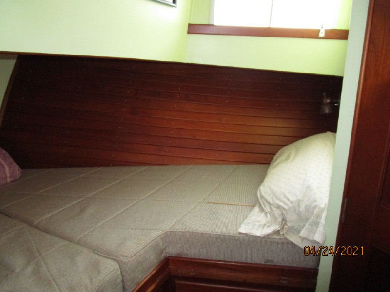 42' Grand Banks guest stateroom starboard