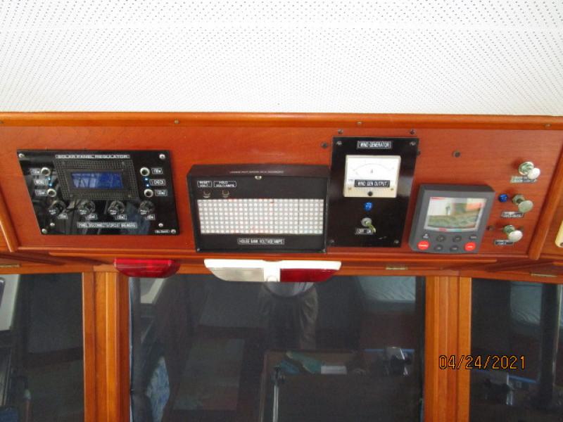 42' Grand Banks lower helm electronics4