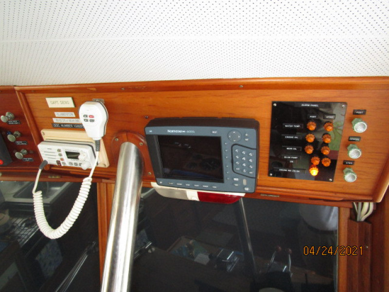 42' Grand Banks lower helm electronics3