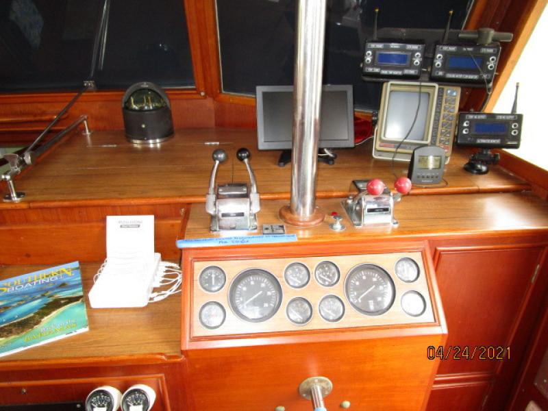 42' Grand Banks lower helm2