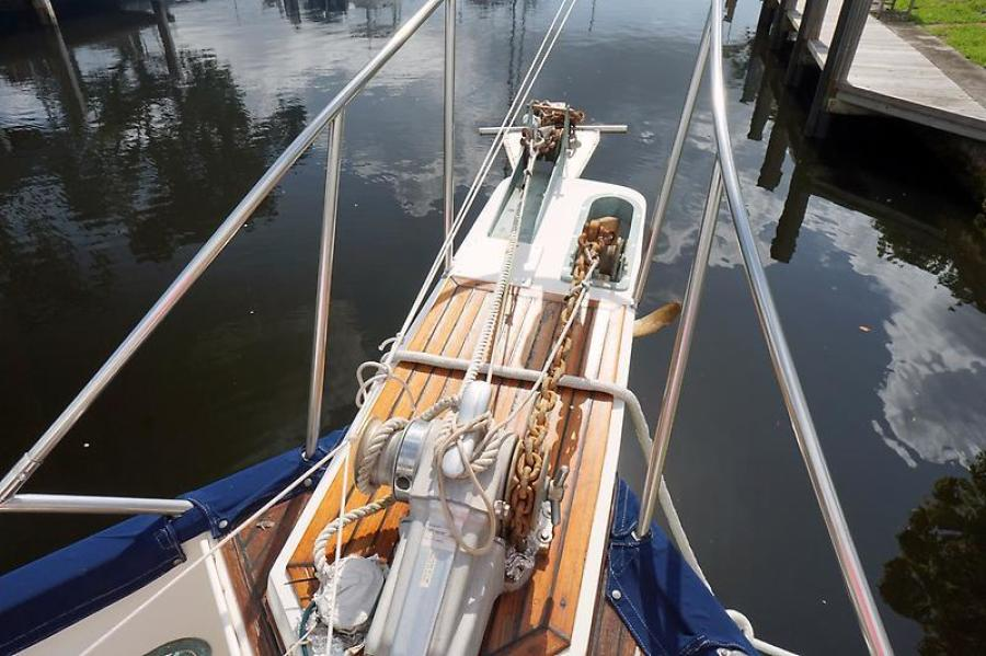 42' Grand Banks anchor windlass
