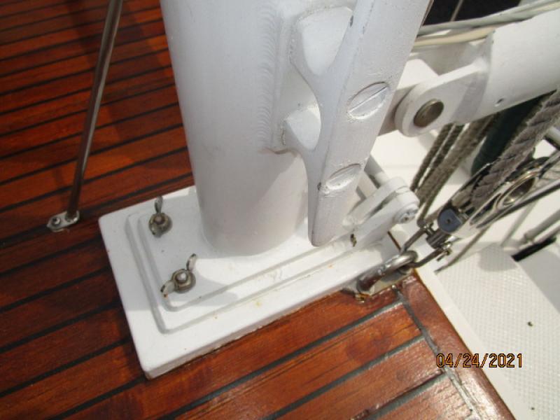 42' Grand Banks hinged mast