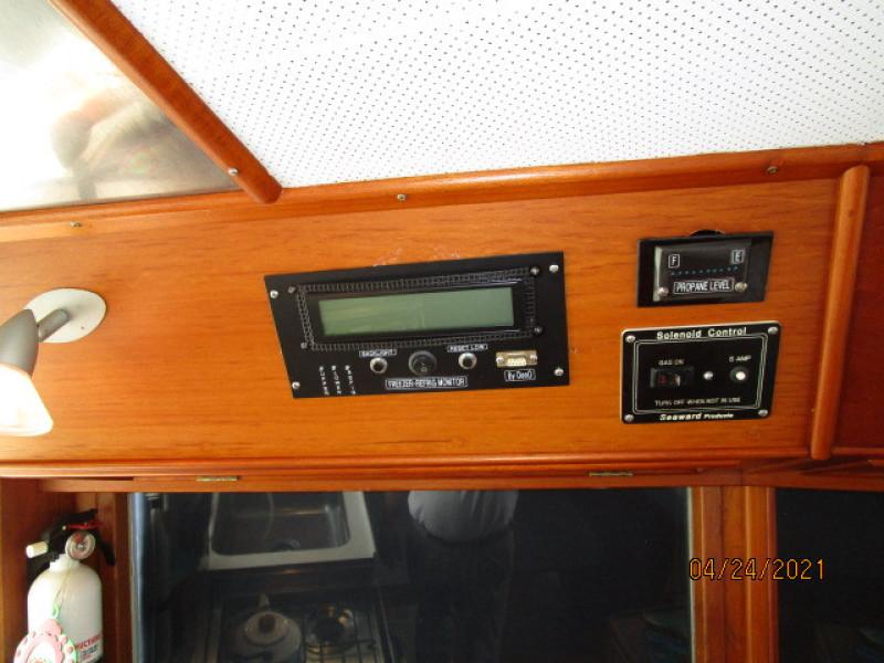 42' Grand Banks lower helm electronics5