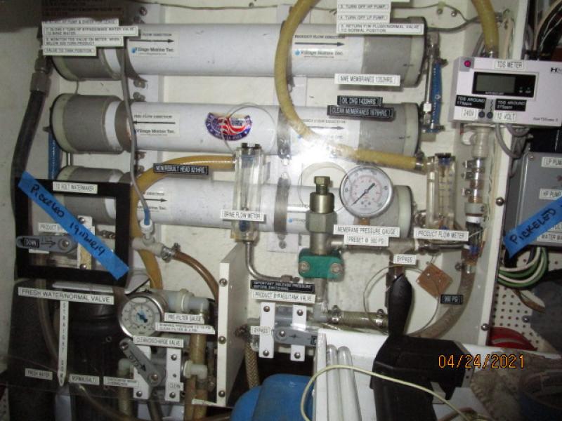 42' Grand Banks water maker2
