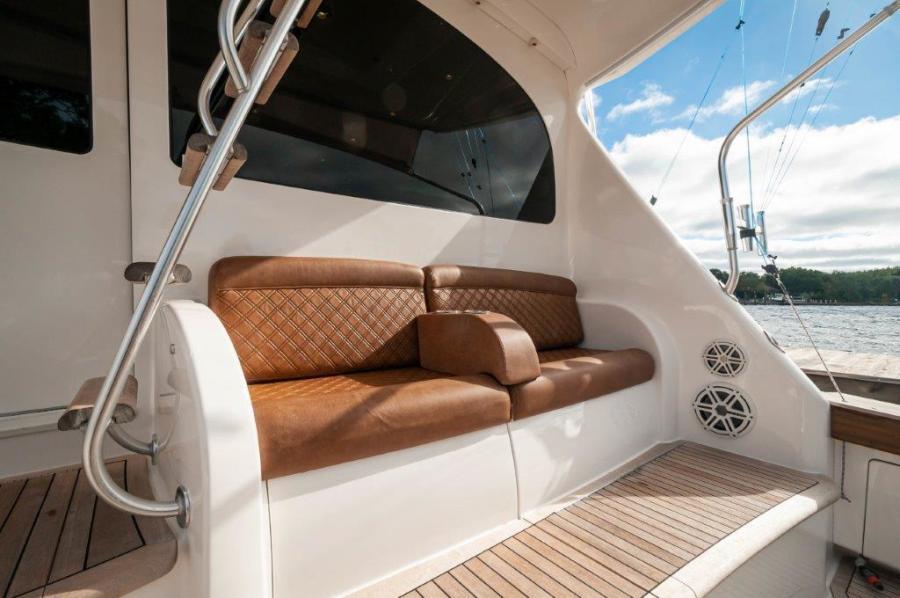 2014 66 Viking Cockpit (4)