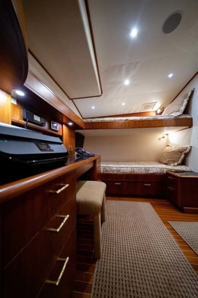 Large Desk/Office Area and Oversized Over/Under Berths