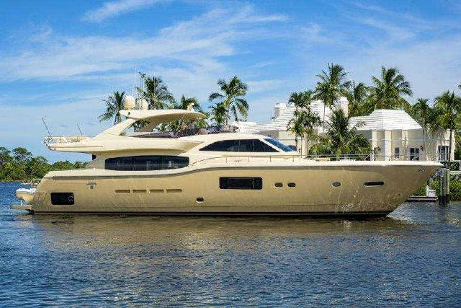Photo of 84' Ferretti Yachts Altura 840 2010