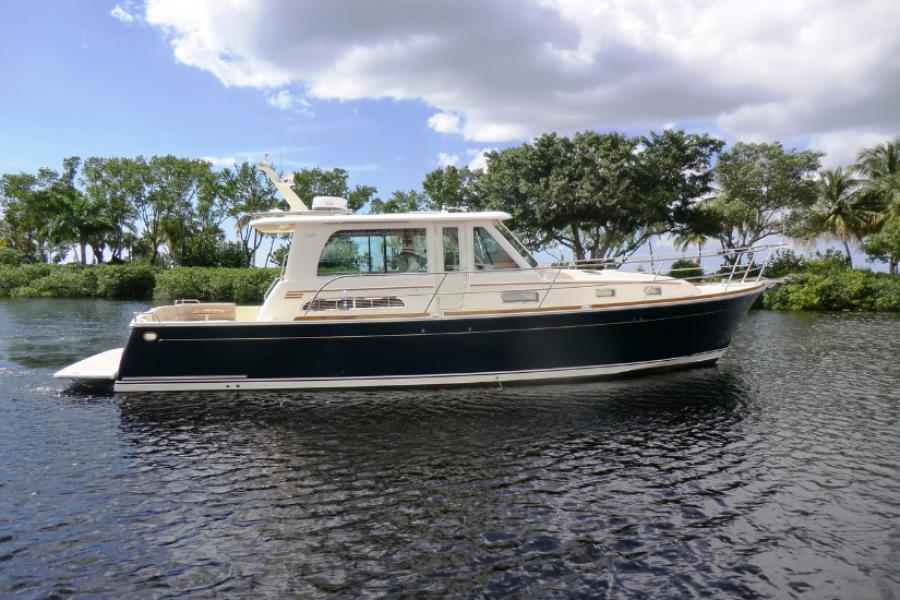 Sabre-42 Salon Express 2015-Liberty Fort Myers-Florida-United States-Sabre 42 Salon Express Profile-1537700-featured