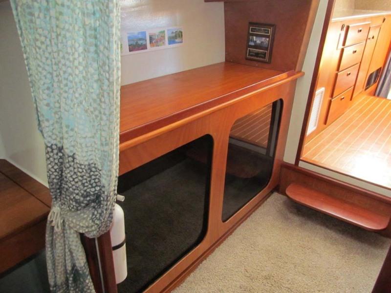 Salon To Master Companionway Starboard