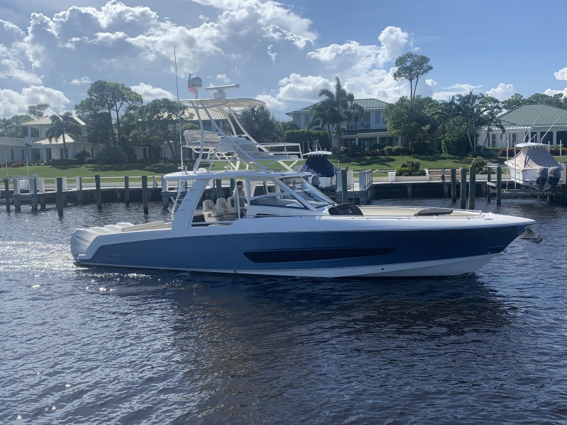 Photo of 42' Boston Whaler 420 Outrage 2017