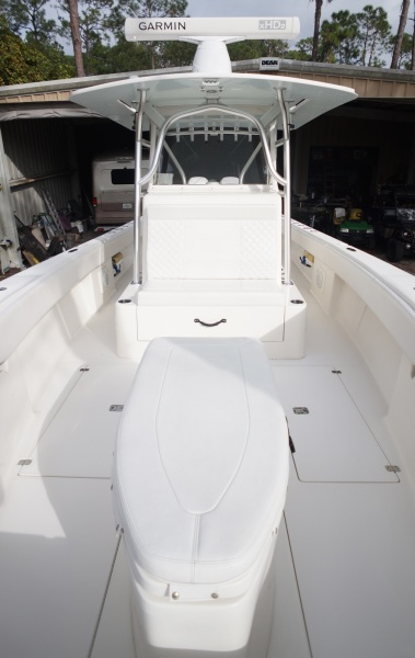 34 SeaVee 2009 W2016 Verados Coffin Console From Bow
