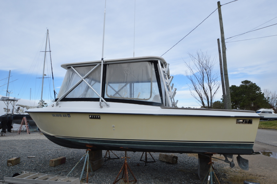 Photo of 25' Chris-Craft 25 Tournament Sport Fisher 1975