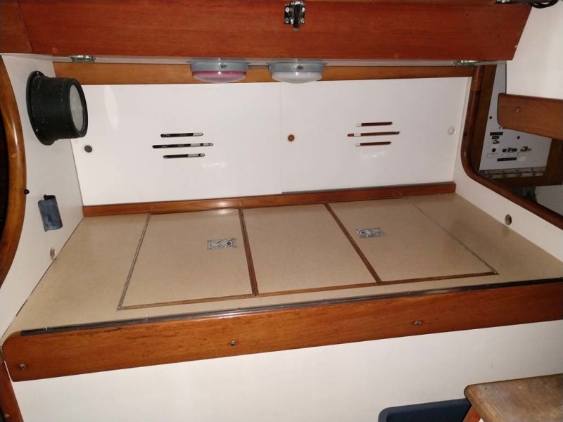 Large SS Lined Ice Box