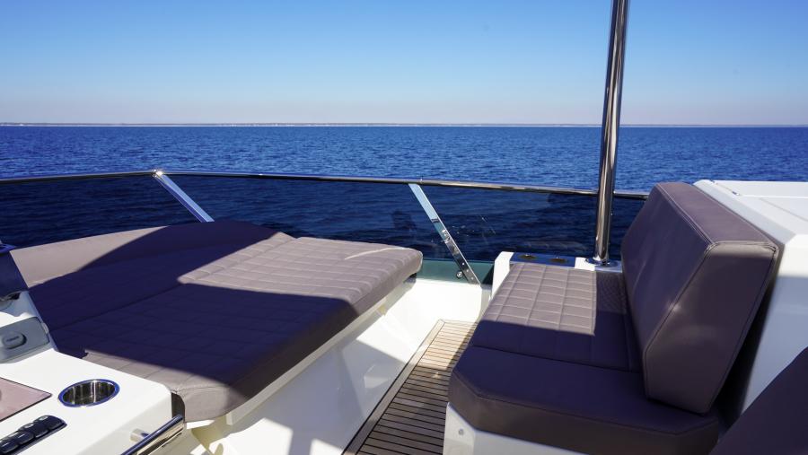 2017 63 Prestige 630FB   Companion Seating
