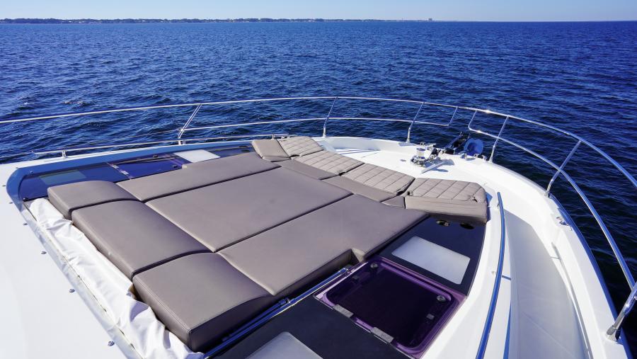 2017 63 Prestige 630FB   Bow Sunpad (3)
