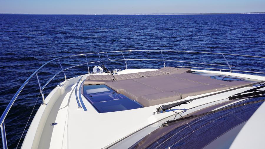 2017 63 Prestige 630FB   Bow Sunpad (1)