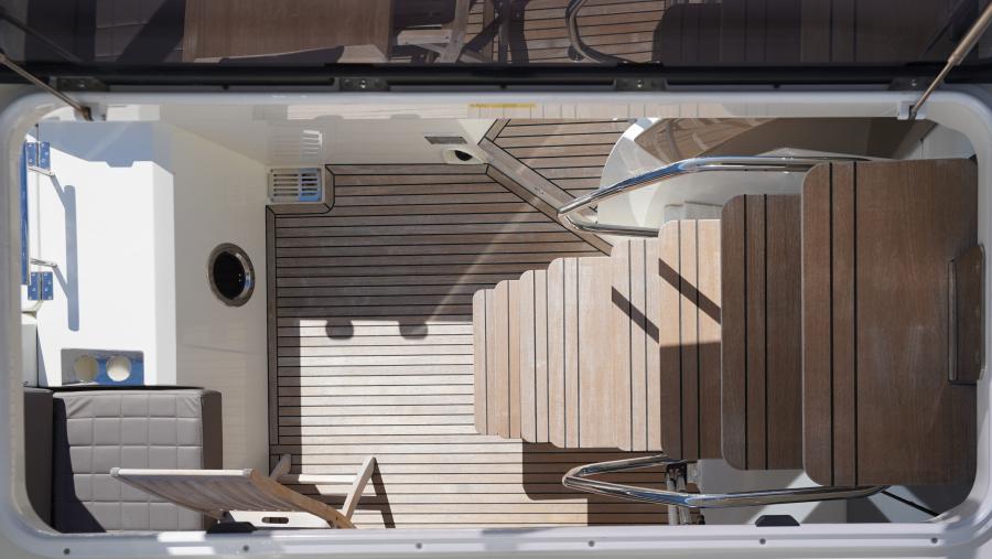 2017 63 Prestige 630FB   Flybridge Steps