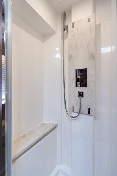 2017 63 Prestige 630FB   VIP Shower (2)