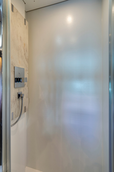 2017 63 Prestige 630FB   VIP Shower