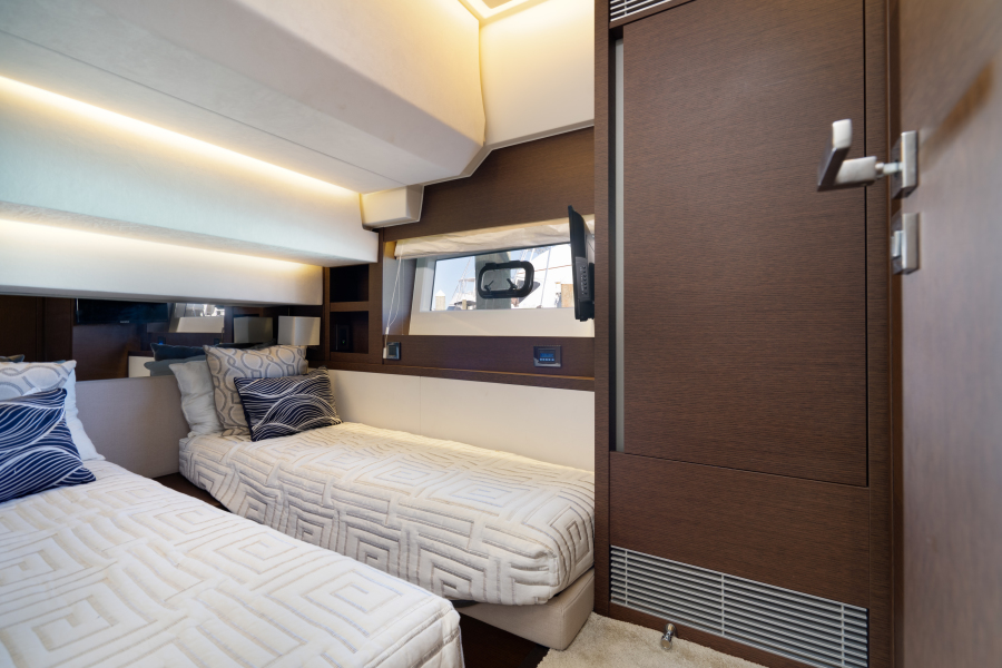 2017 63 Prestige 630FB   Guest SR