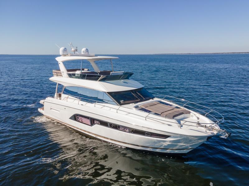 2017 63 Prestige 630FB   Profile Stb Qtr Bow