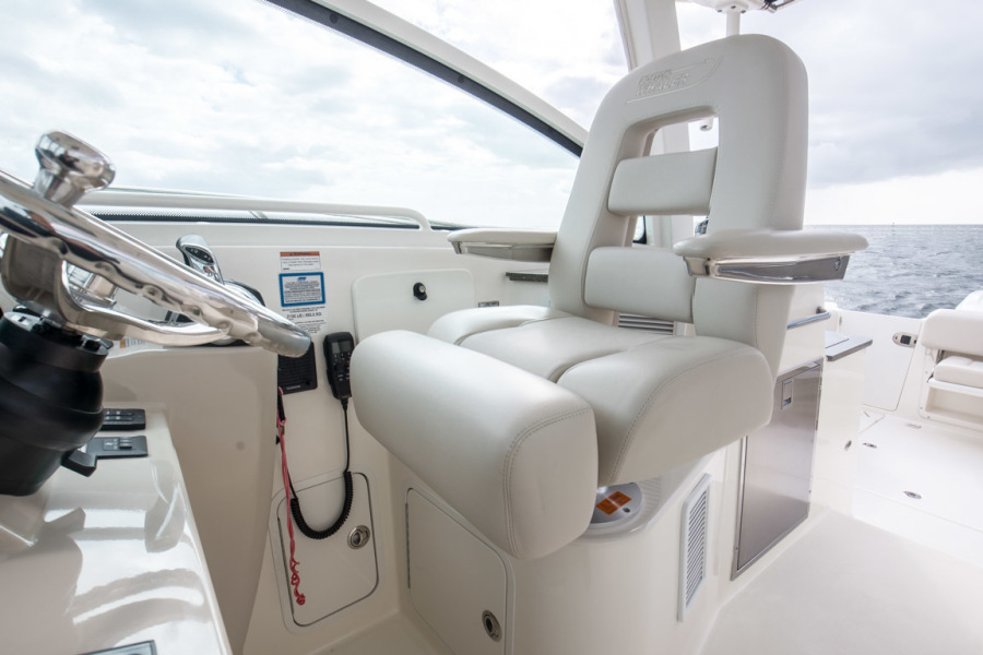 2018 Boston Whaler 345 Conquest - Happy Hours - Helm