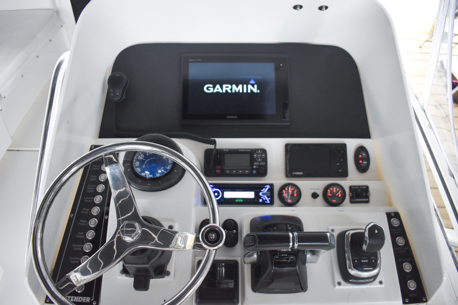2002 35 Contender Side Console