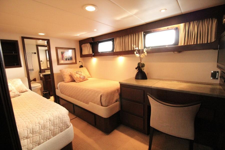 1982 Broward 98 Motor Yacht - Guest Stateroom