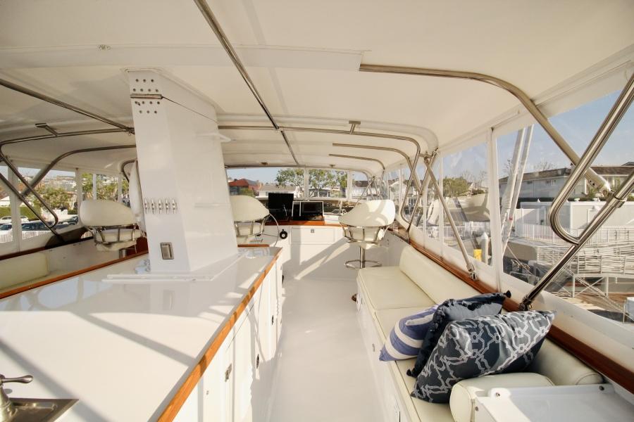 1982 Broward 98 Motor Yacht