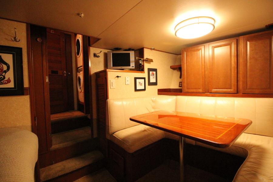1982 Broward 98 Motor Yacht - 1982 Broward 98 Motor Yacht - Crew Dinette