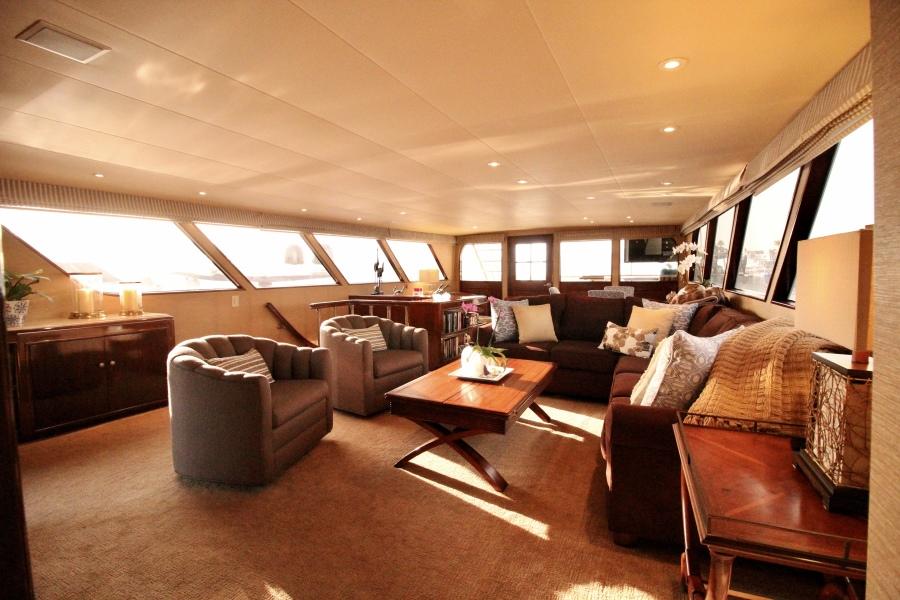 1982 Broward 98 Motor Yacht - Salon