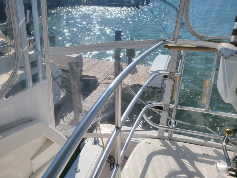 2005 36 Luhrs Convertible - Tight Lines - Flybridge Railing