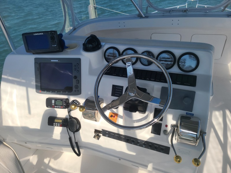 2005 36 Luhrs Convertible - Tight Lines - Flybridge Helm