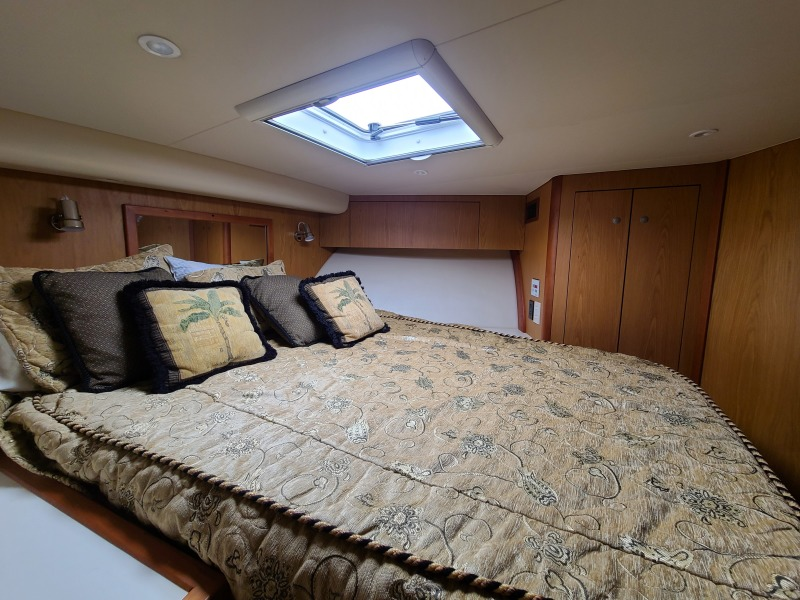 2005 36 Luhrs Convertible - Tight Lines - Master Stateroom